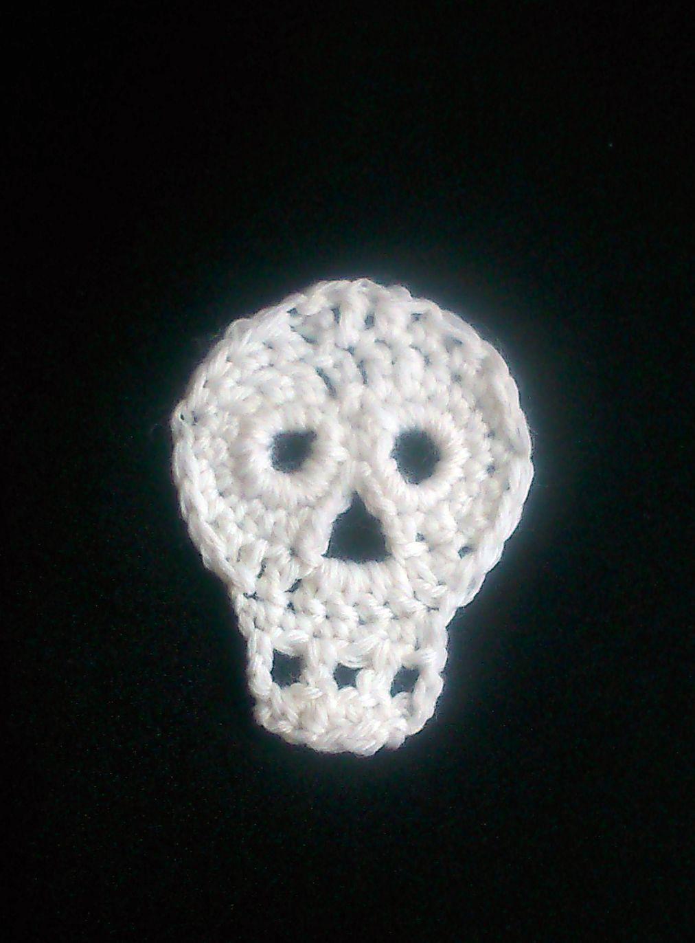 Halloween crochet skull | I <3 crochet | Pinterest | Costura
