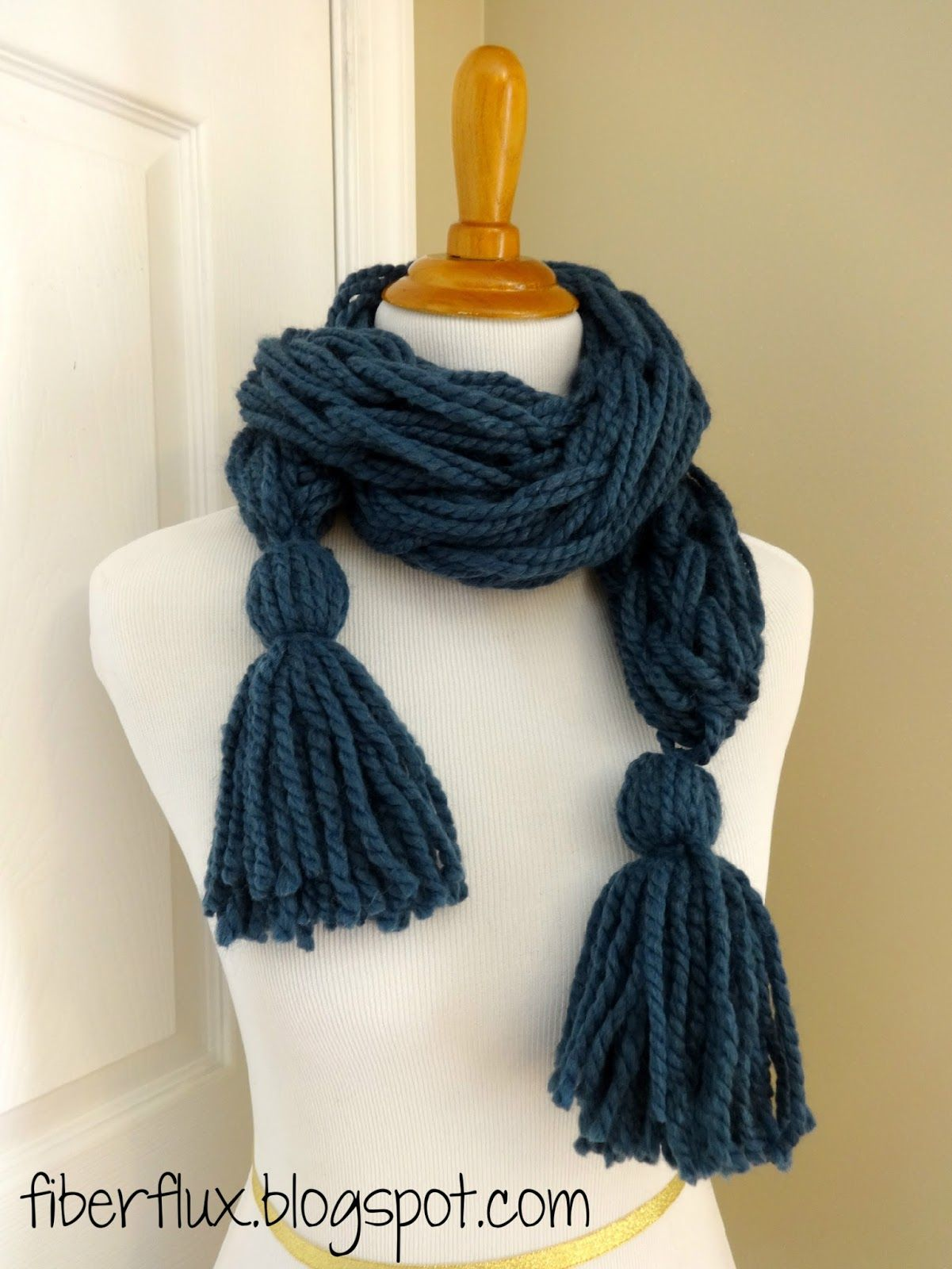 Arm Knit Tassel Scarf (Free Pattern + Video Tutorial) from Fiber ...
