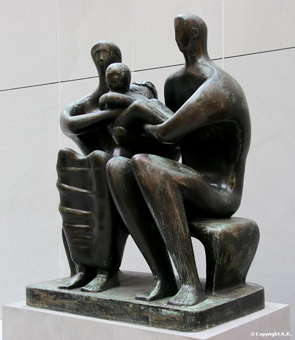 Henry Moore : Family Group