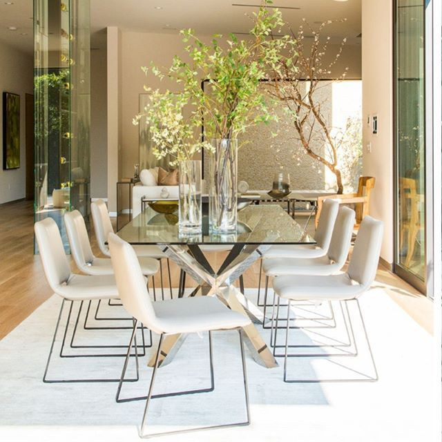 Wild dining room tendencies for you! || Feel the wilderness straight from your home and keep up with the latest interior design trends || #luxuryhouse #inspirations #designs || Check it out: http://homeinspirationideas.net/category/room-inspiration-ideas/dining-room/