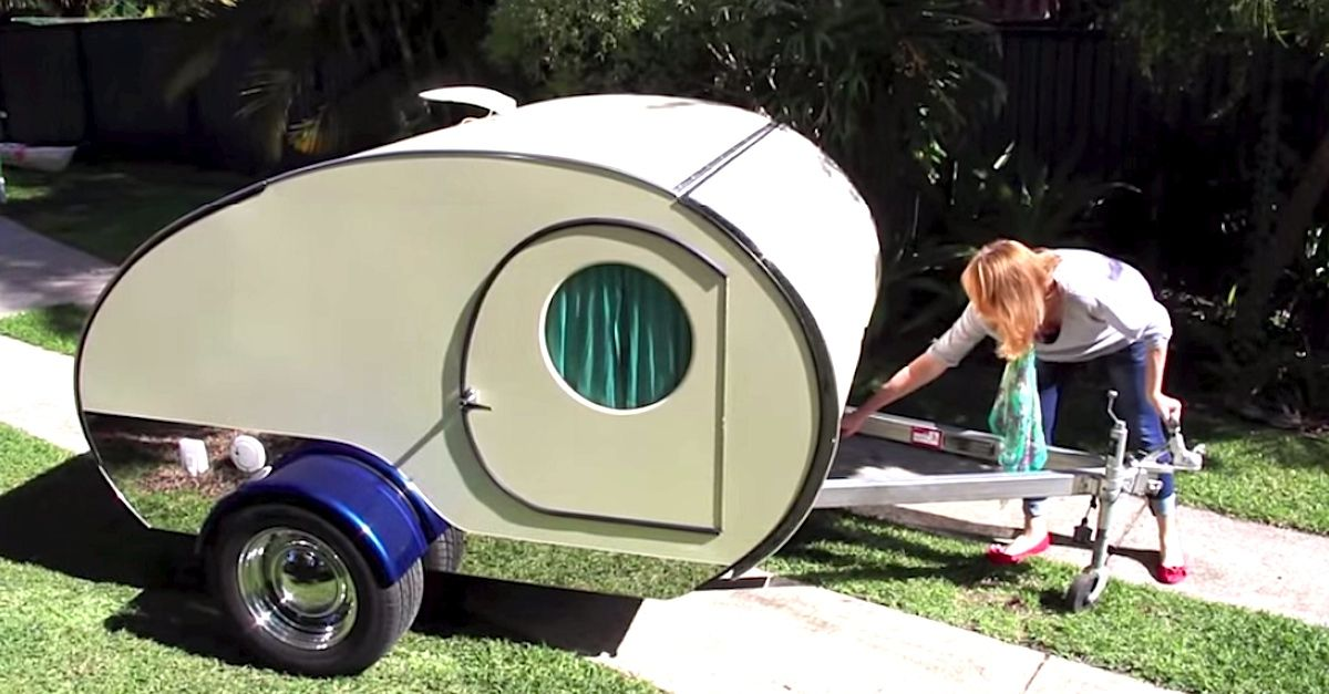 Sure, this vintage, retro teardrop camper isutterlyadorable — but is it functional? Just wait until you see all the things it can do! In the video below, Gidget's owner takes you on a tour of the tiny camper,loungeson the bed inside, pulls out all the multi-purpose shelving and compartments… and by the end, I guarantee... View Article