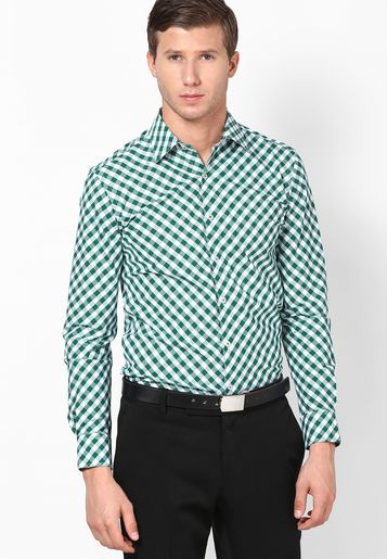 33580d0421f Keep things light and airy as you adorn this formal shirt from the house of  Black