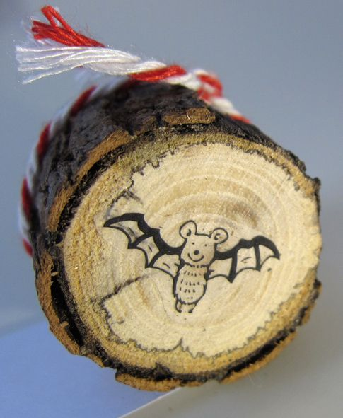 Stempel Fledermaus an Aststück aus dem Wald von Hand und Maus Shop auf DaWanda.com