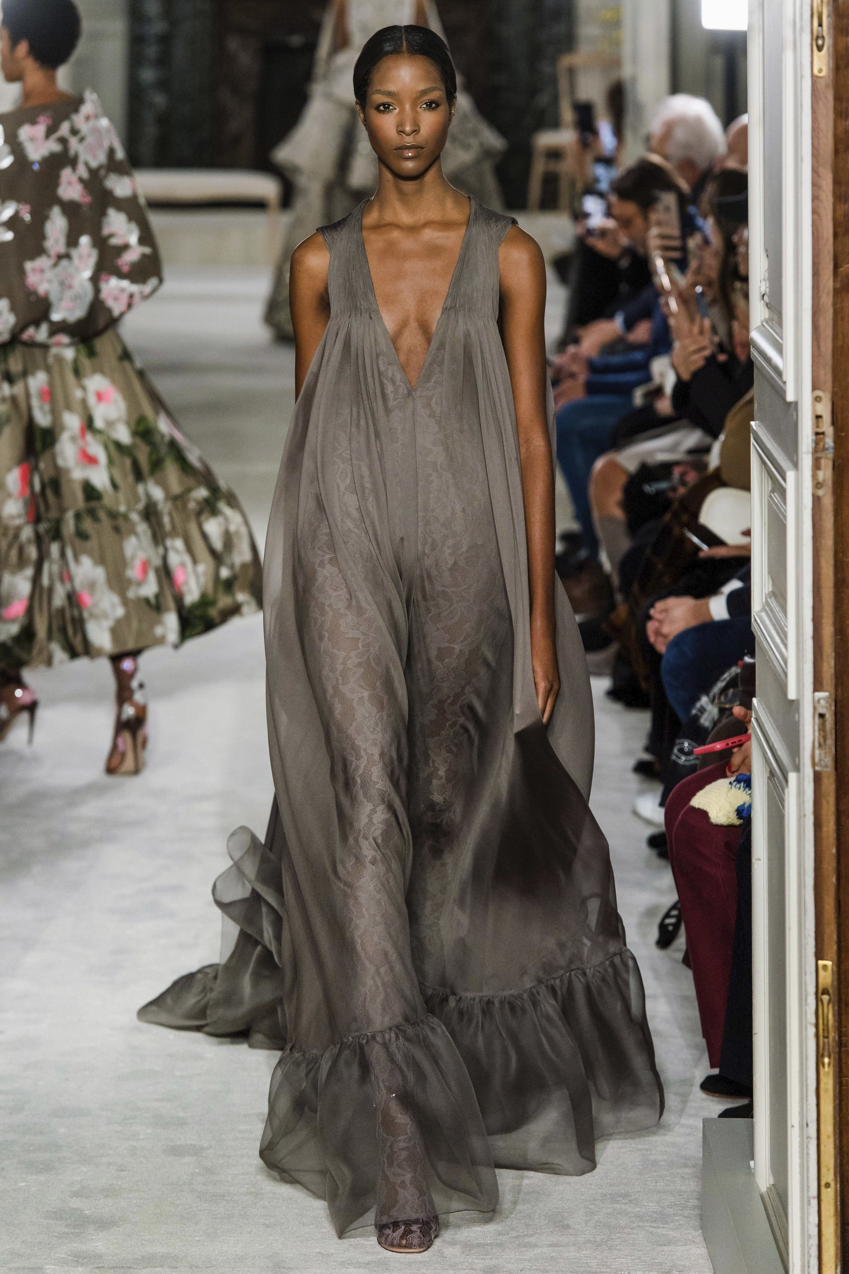 9834f53590d Valentino Spring 2019 Couture Fashion Show en 2019