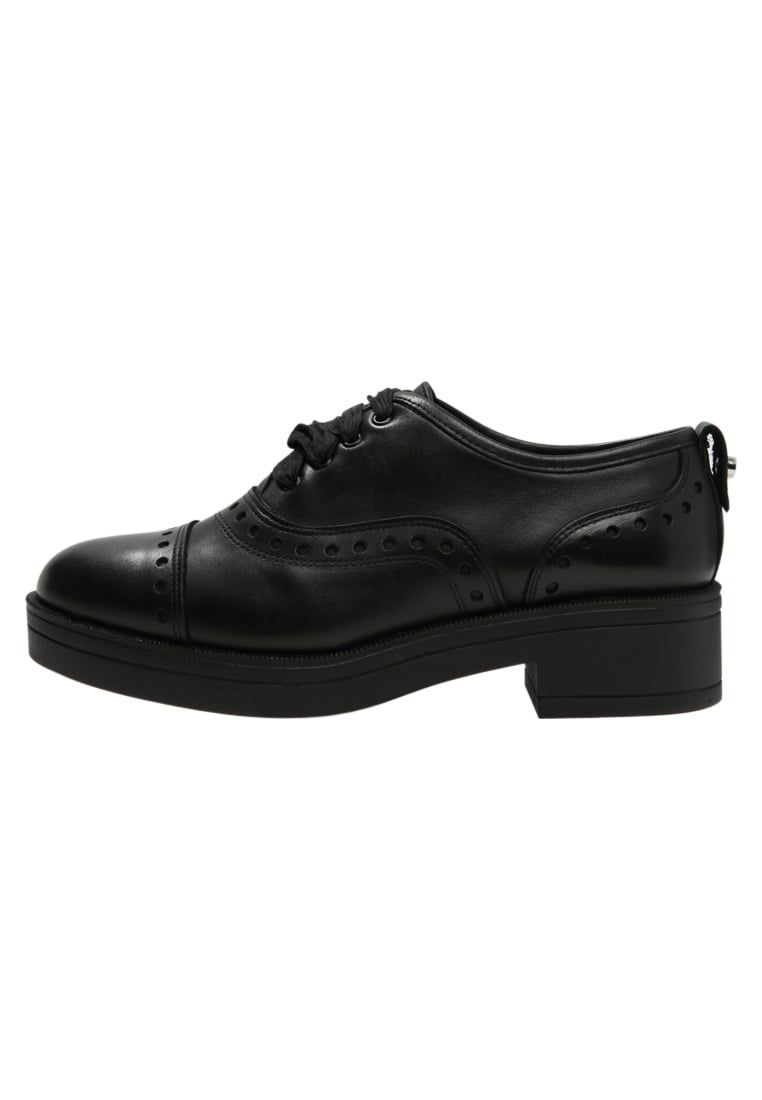 Para estrenar a6e9d bf788 Consigue este tipo de zapatos con cordones de Max&co. ahora ...