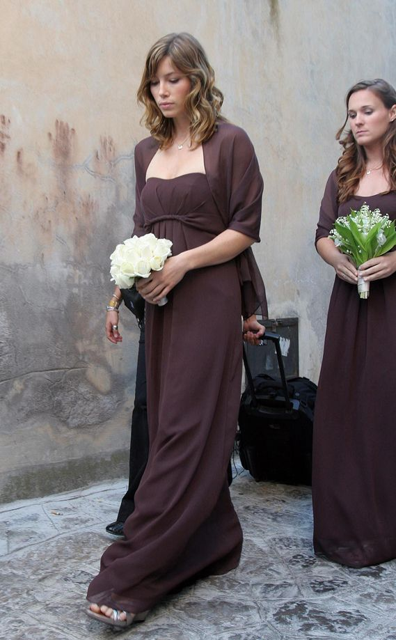 Jessica Biel Was A Bridesmaid At The Wedding Of Her 7th Heaven Co Star Beverley Mitchell In Ravello Italy Each Wore Strapless Chocolate