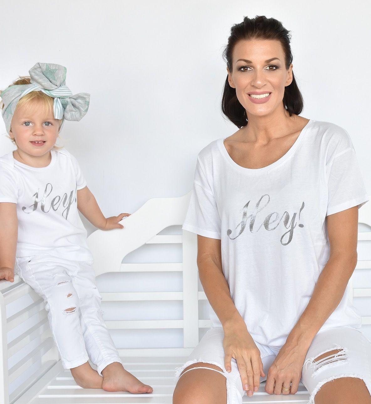 t shirt im partnerlook f r mutter und kind baby mit hey text shirts pinterest. Black Bedroom Furniture Sets. Home Design Ideas
