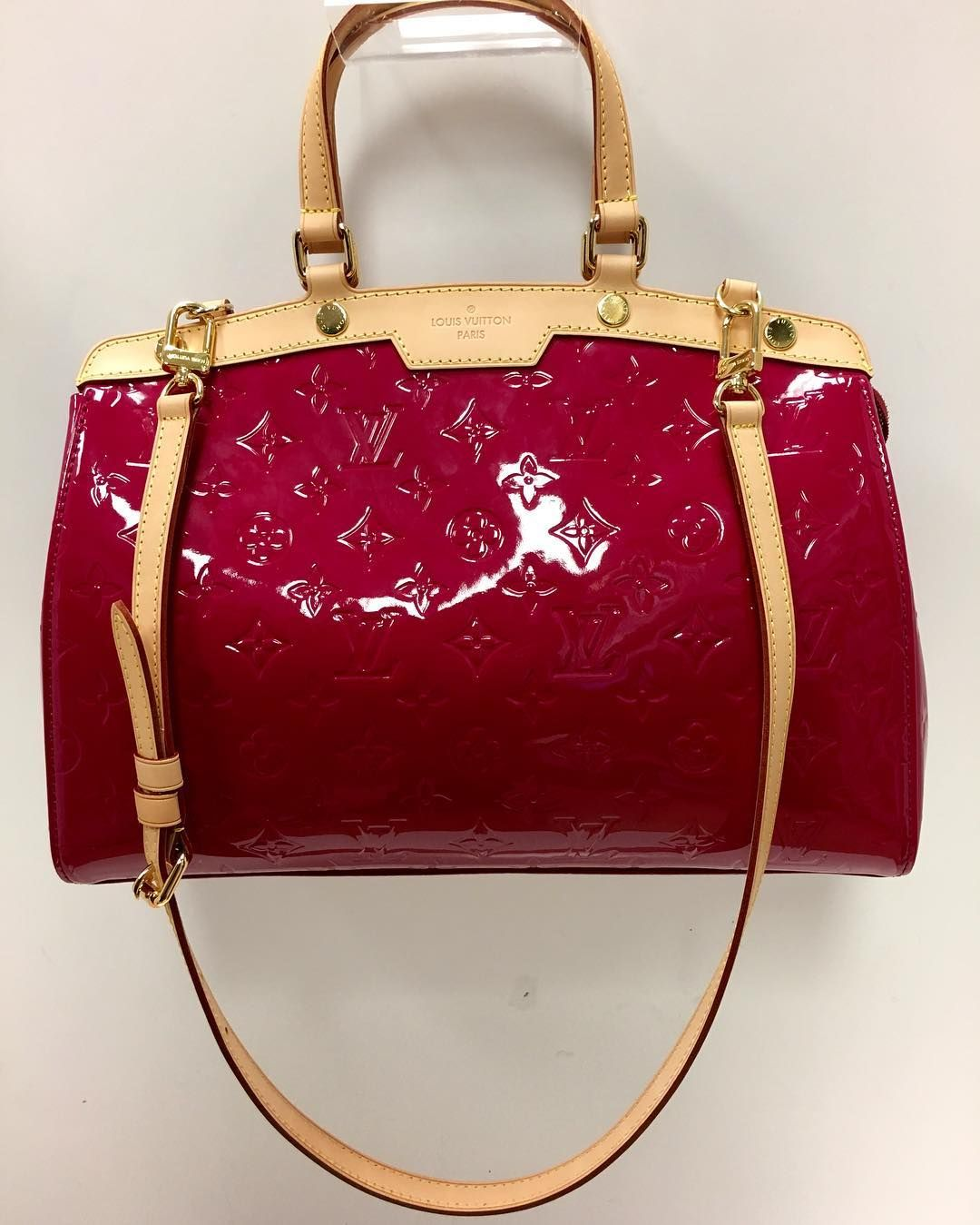 A pop of Pink!! Title:magenta patent leather vernis brea DR4142 Price:$1049.99 Item #:6513-13040 Location: Sandy springs  To purchase or see more pictures and details go to our website click link on bio and type the item# on our search bar on the website or call 770.390.0010 ex. 3  #alexissuitcase #buckhead #atl #atlantaconsignment #thriftatl #resale #highenddesigner #consignment #luxury #designer #resaleatlanta #boutique #atlanta #fashioninspiration #shopmycloset #upscaleresale by…