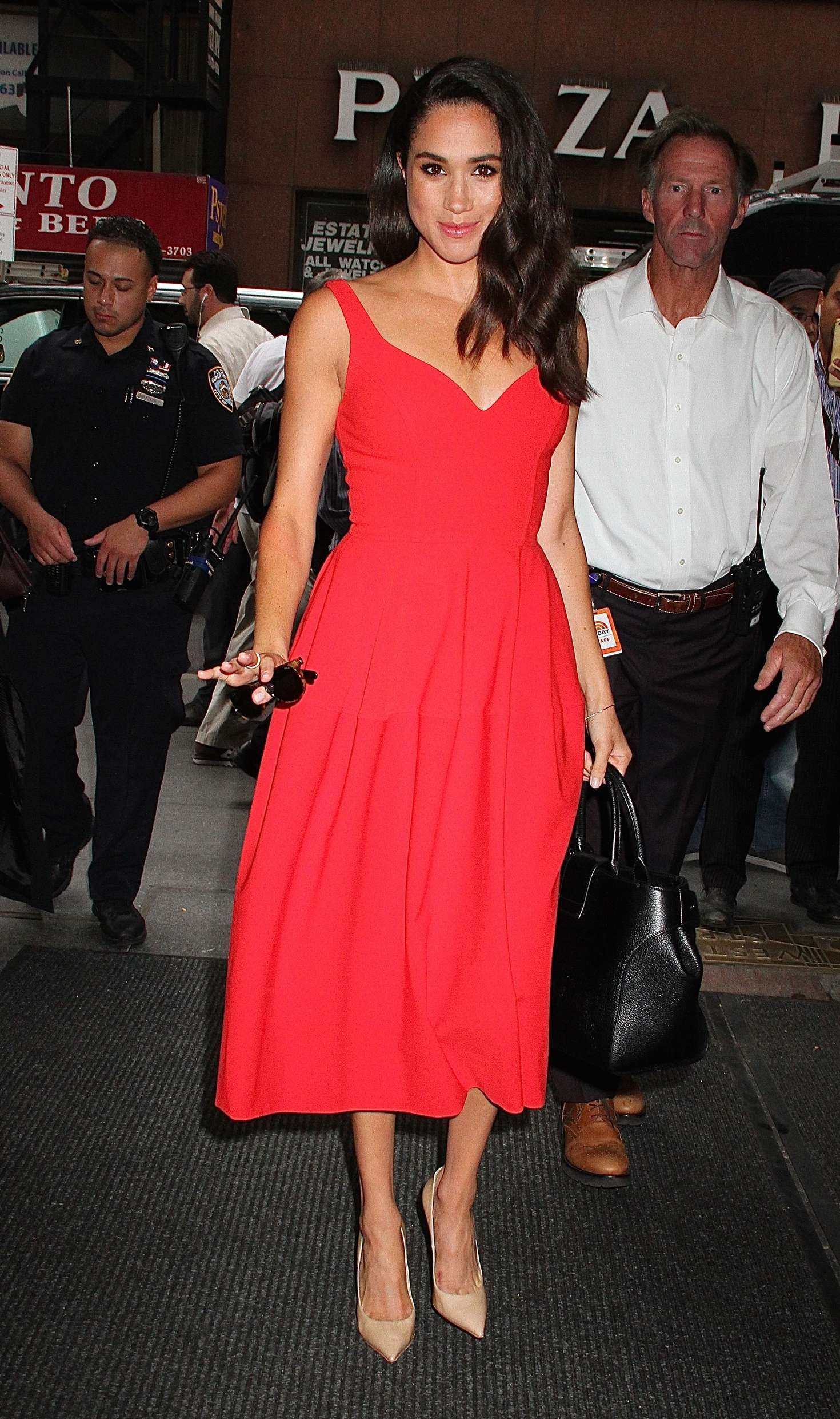 d47162b92fc431 Meghan Markle heads to the Today Show (July 15, 2016) wearing JILL ...