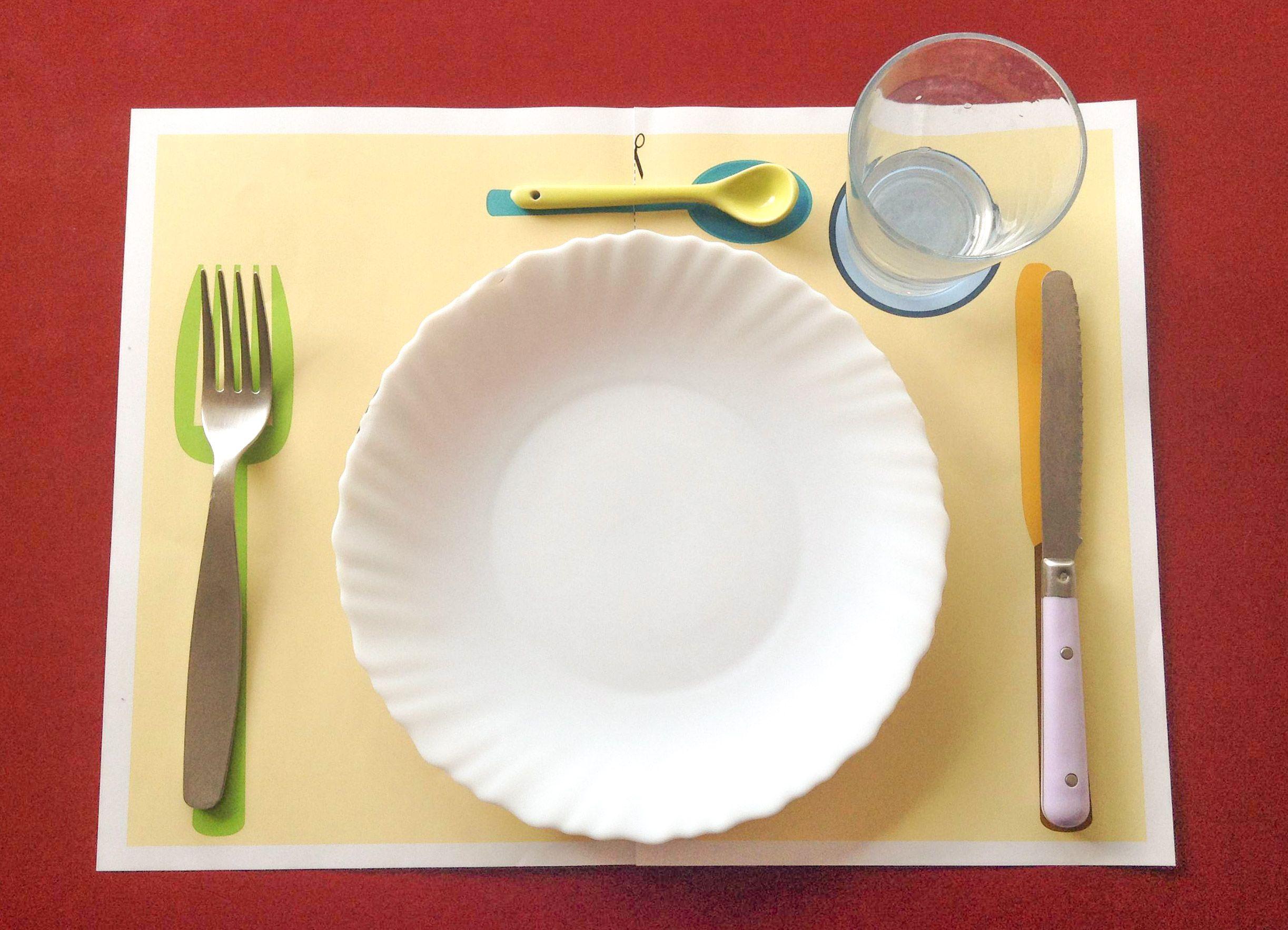 lui apprendre mettre la table facilement inspiration montessori pinterest table mettre. Black Bedroom Furniture Sets. Home Design Ideas