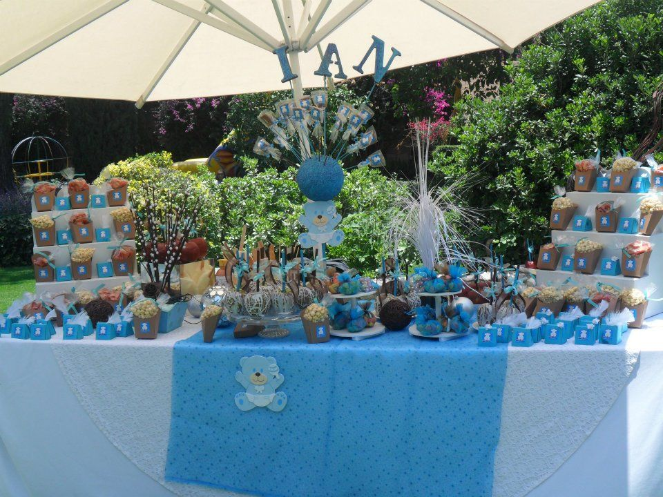Mesa para bautizo de ni o colores azules y cafe con for Mesa baby shower nino