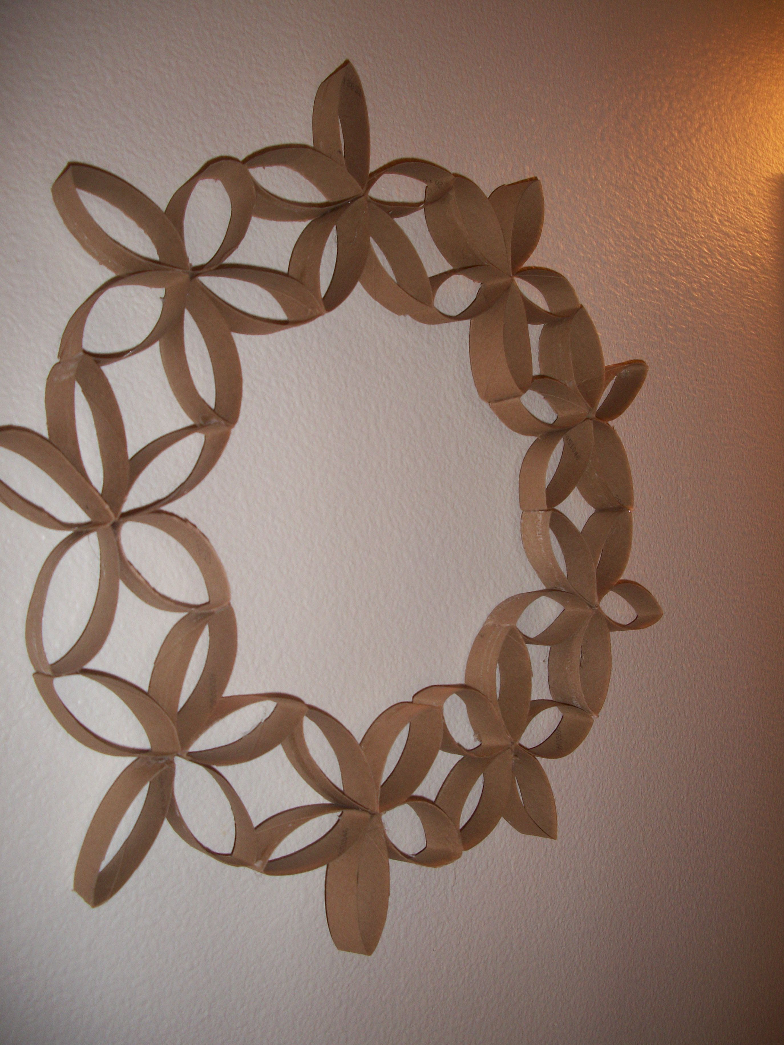 Reuse toilet paper rolls to make wall art for your bathroom! Super ...