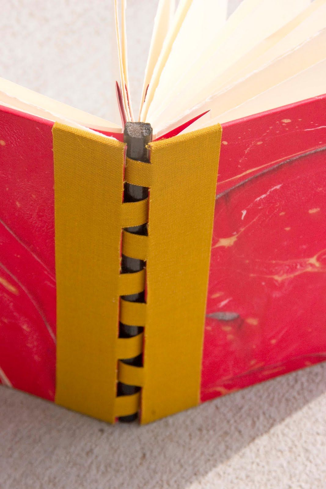 I did a combination between a flag/accordian and a piano hinge book.  The steps are pretty easy!  Basic Book: 1) Cover your two ends of book...
