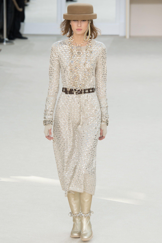 Chanel Fall 2016 Ready-to-Wear Fashion Show - Mali Koopman