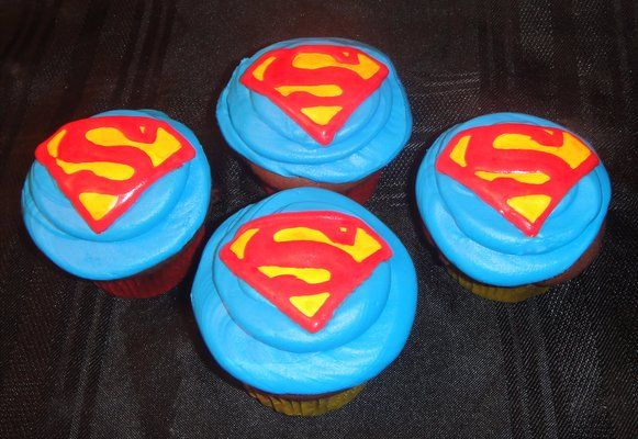 supermanthemedcupcakesbirthdaymumbai4 Superhero birthday