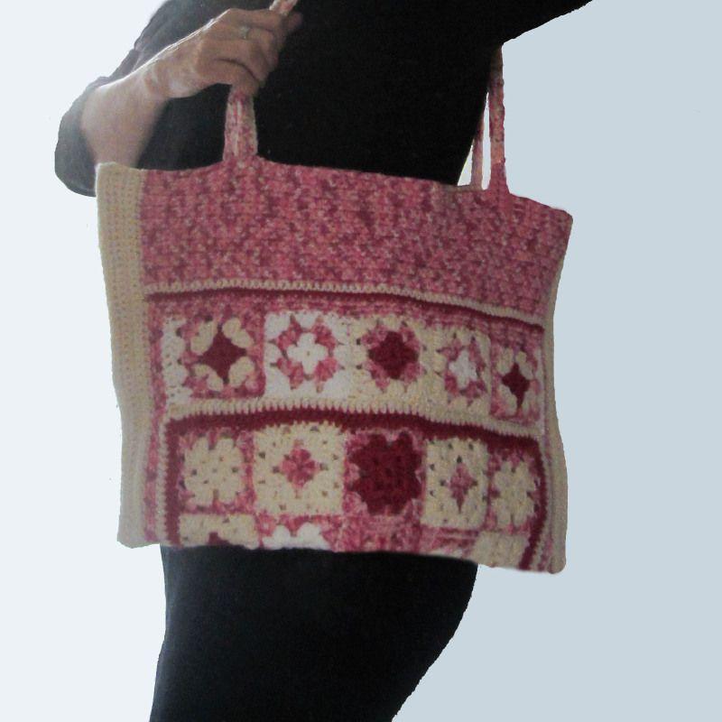 Gehaakte luiertas in roze en crème (51 x 32 cm)
