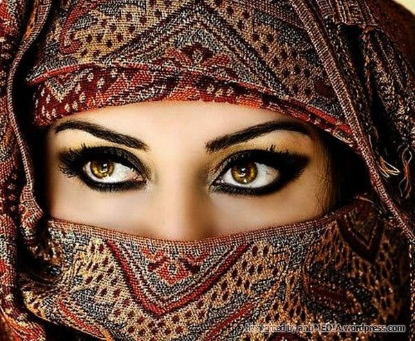 I absolutely love Arabian eyes.  They're so gorgeous.