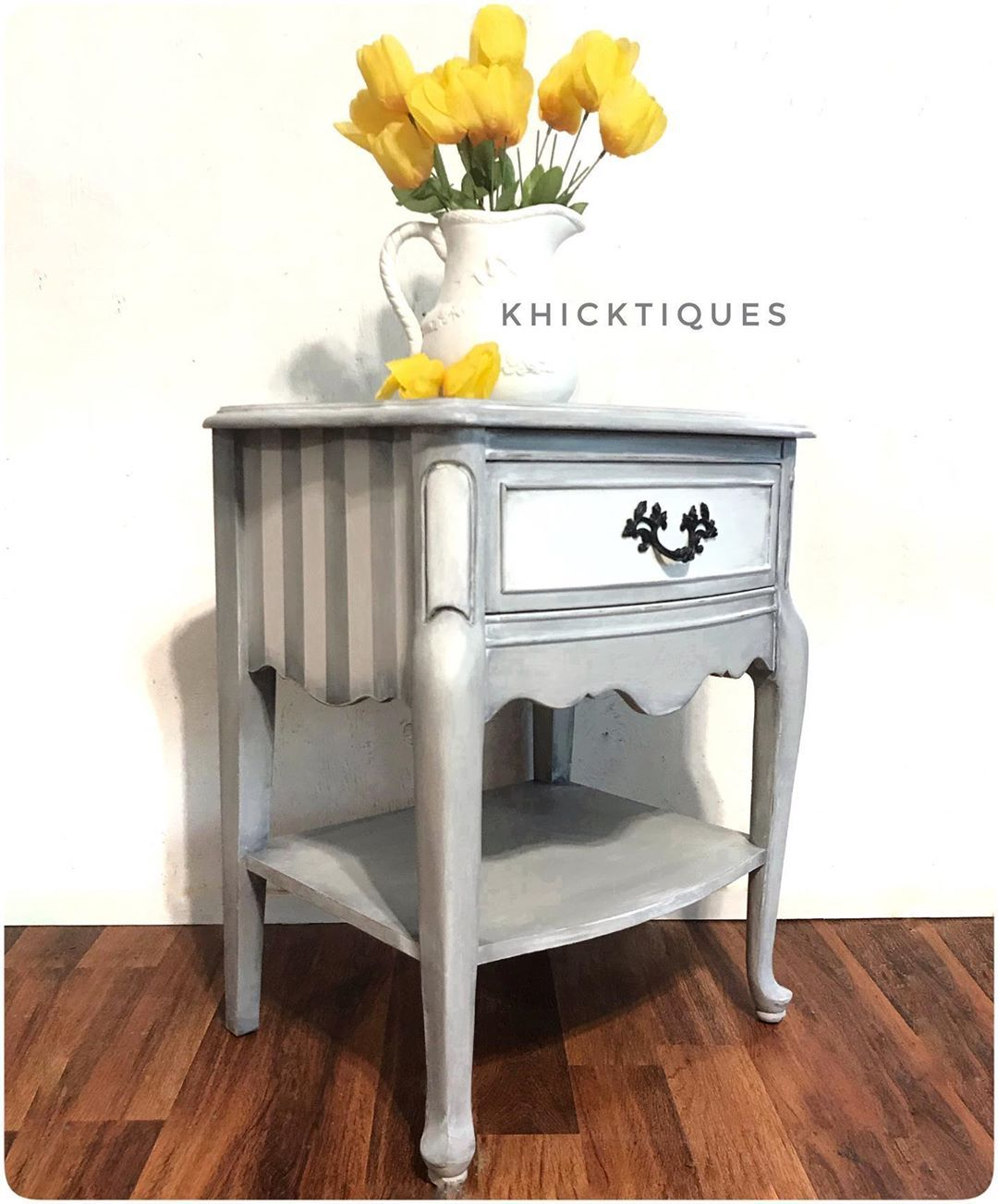 This French Provincial Nightstand Has Been Primed And Painted With Wise Owl Paint Products I Used The Chalk Synthe In 2020 Wise Owl Paint Nightstand Makeover Wise Owl