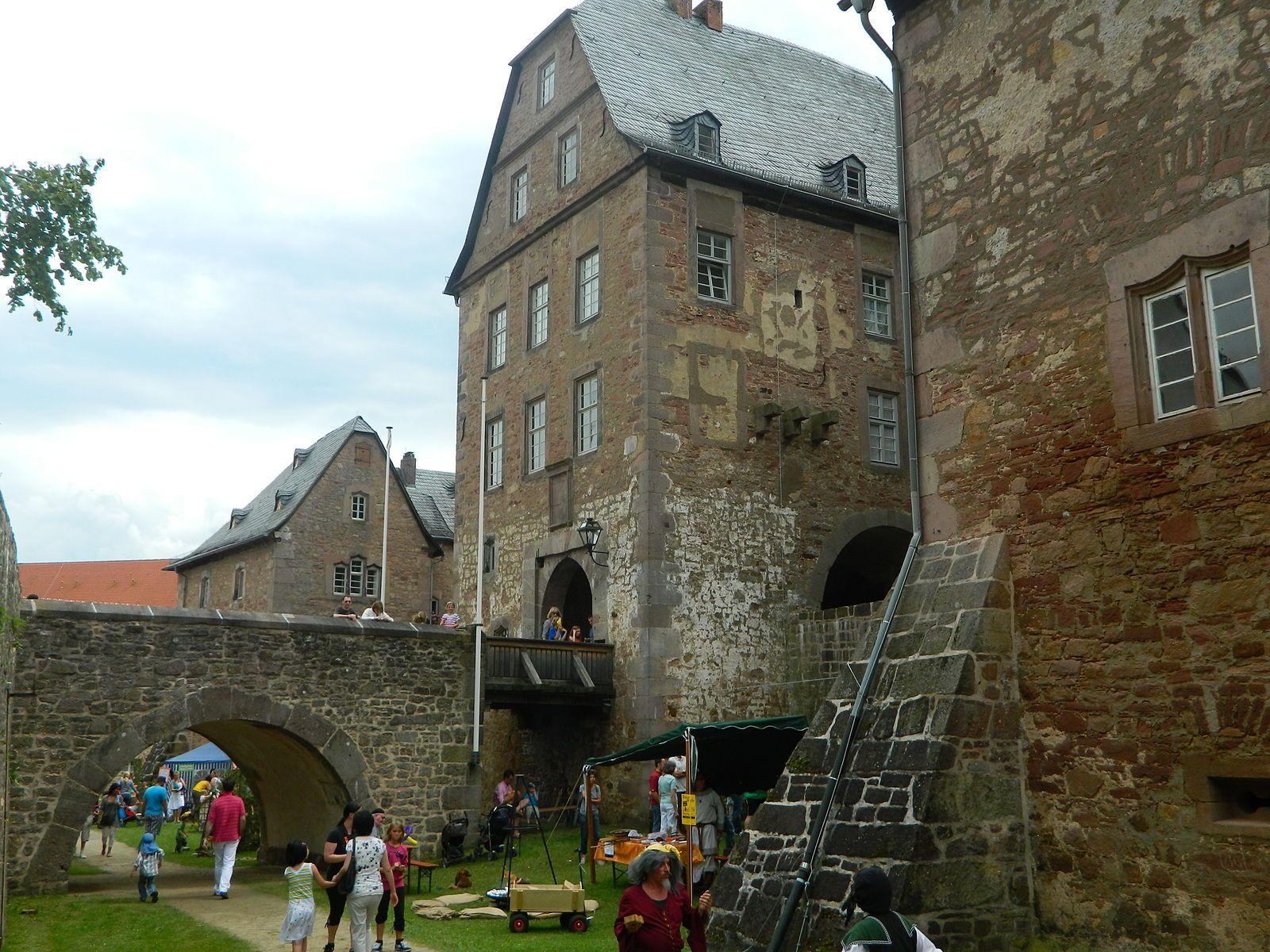 Steinau An Der Strasse Ein Fest Im Schloss Steinau In Steinau An Der Strasse German Fairy Tales Fairy Tales Scenes