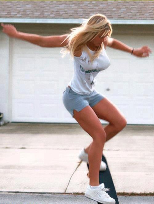 Afbeeldingsresultaat voor hot girl longboarding