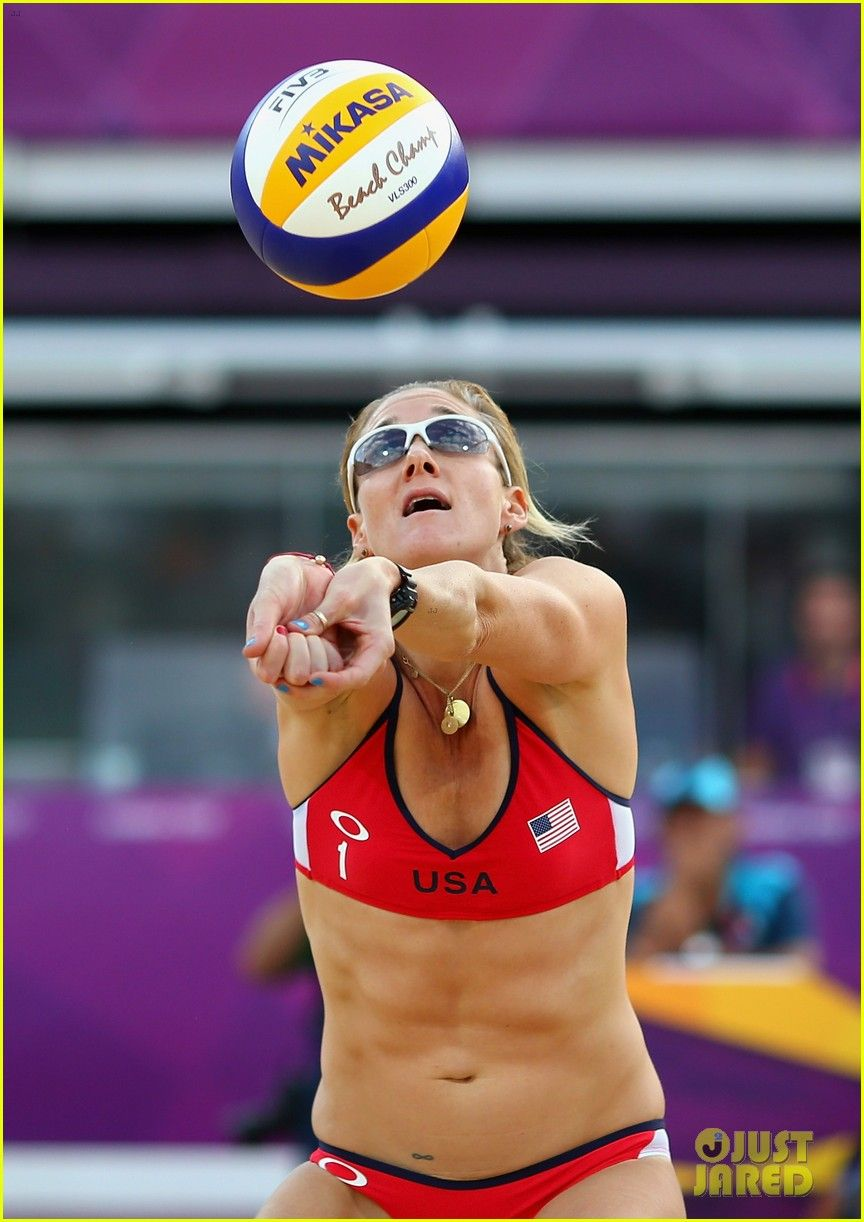 Meet The Extraordinary Kerri Walsh Jennings A Professional Beach Volleyball Player And Philanthropist Who Is Kerri Walsh Kerri Walsh Jennings Beach Volleyball