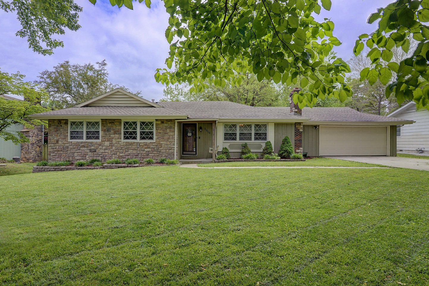 💥💥JUST LISTED💥💥 4 Beds 2 Baths 1,881 sq. ft. 3516 East Eastwood Boulevard, Springfield, MO 65809 |  The Sign You Want. The Agent You Need. 🖱SELECT👨‍👨‍👦‍👦SHARE📱CALL💬TEXT #remaxhob #homeforsale #justlisted