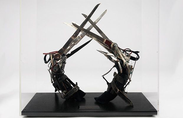 Original Scissor Hands Worn By Johnny Depp In Tim Burton S Edward Scissorhands Edward Scissorhands Scissors Hand