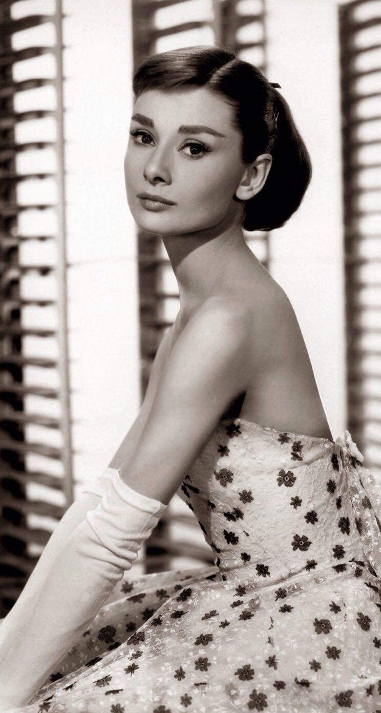 Pin Von Ayse Ozturk Auf Picture This Audrey Hepburn Mode Audrey Hepburn Glamour