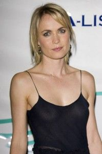 Radha Mitchell Hairstyle, Makeup, Dresses, Shoes and Perfume ...