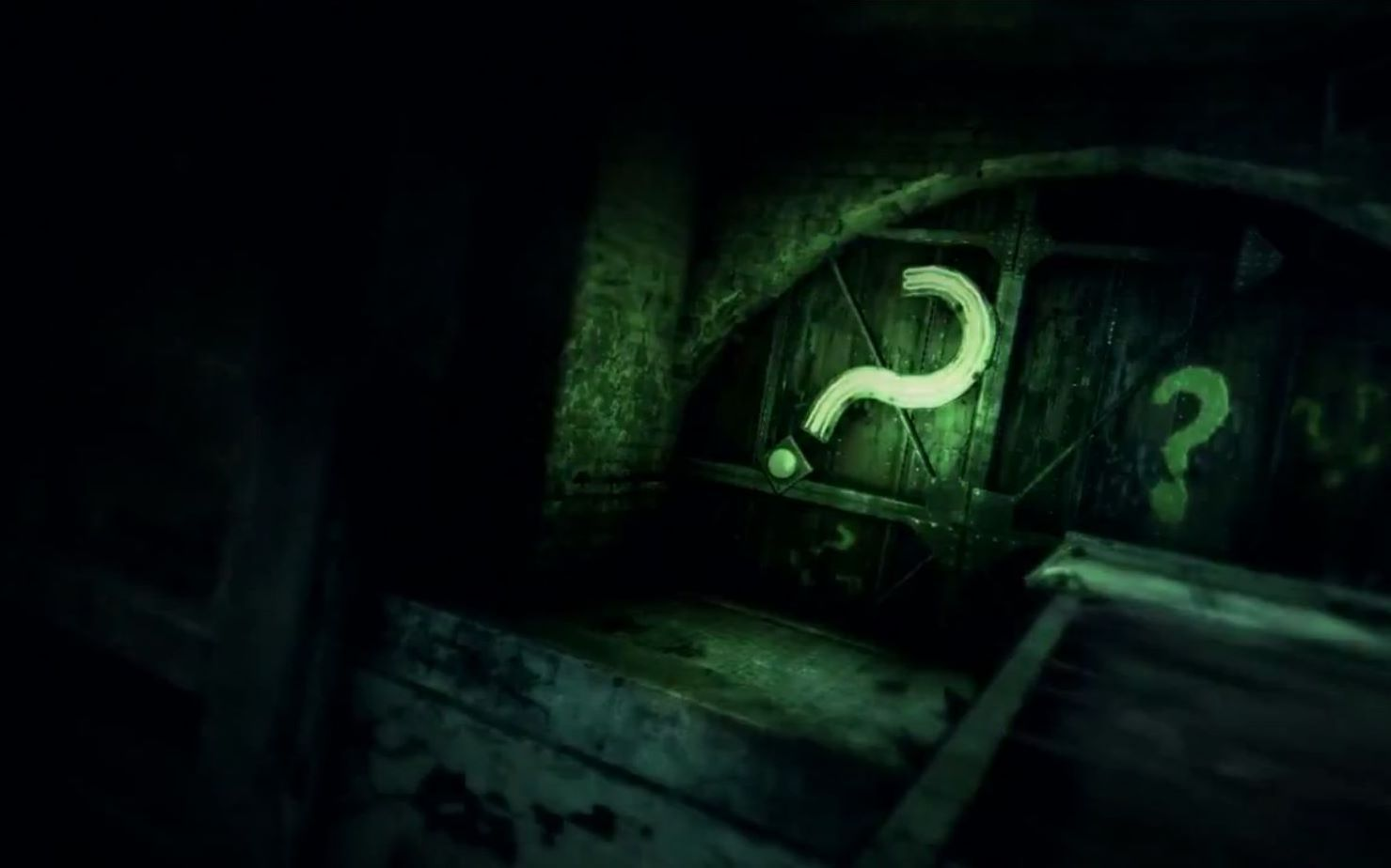Neon and Painted green question marks in Batman Arkham City | Arkham