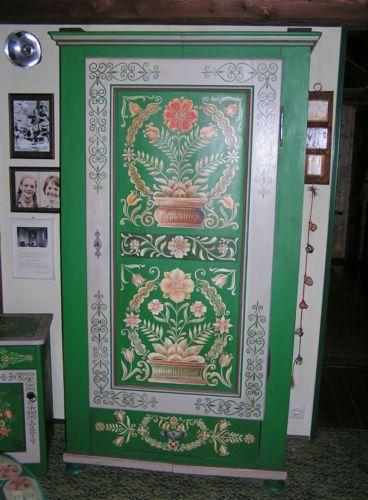 Popular Antiker Kleiderschrank Dielenschrank massiv Hoz um Bauernmalerei