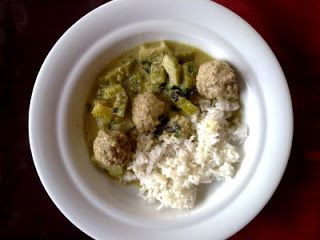 Groene curry met gehaktballetjes en sopropo