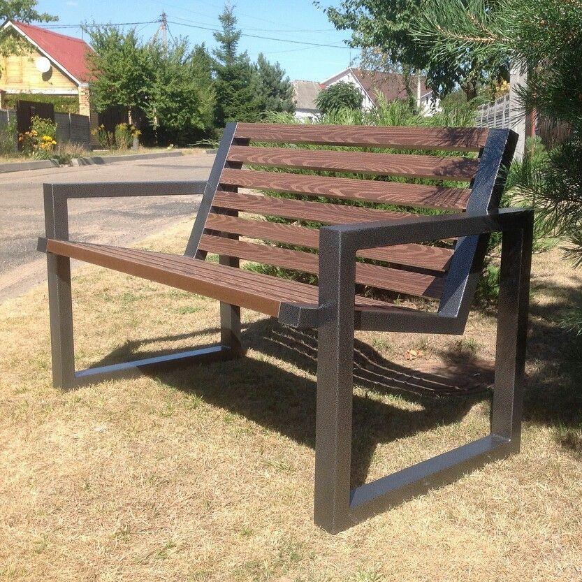 Уличная скамейка, основание-металл, покрыт полимерной краской, сидение-искусственная доска.