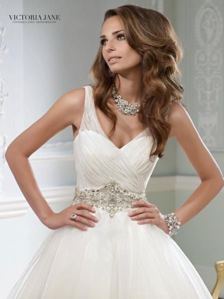 I would love to wear this beautiful gown on my wedding day