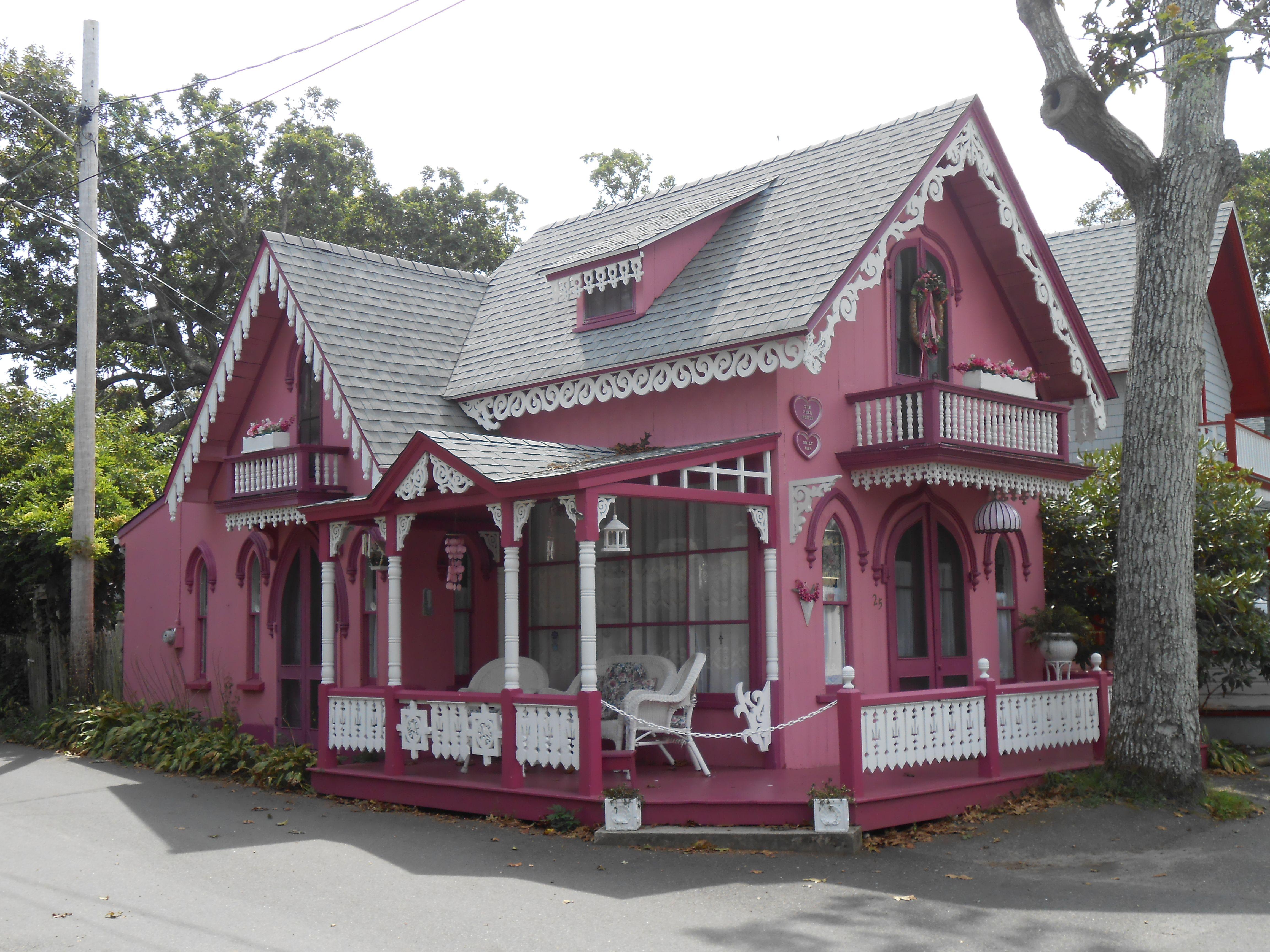 Gingerbread house on martha 39 s vineyard houses martha 39 s for Gingerbread houses martha s vineyard