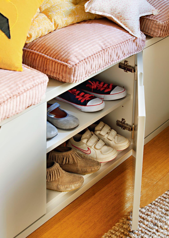 Zapatero bajo banco con zapatos de niño_00404518 | Recibidor, Ideas ...