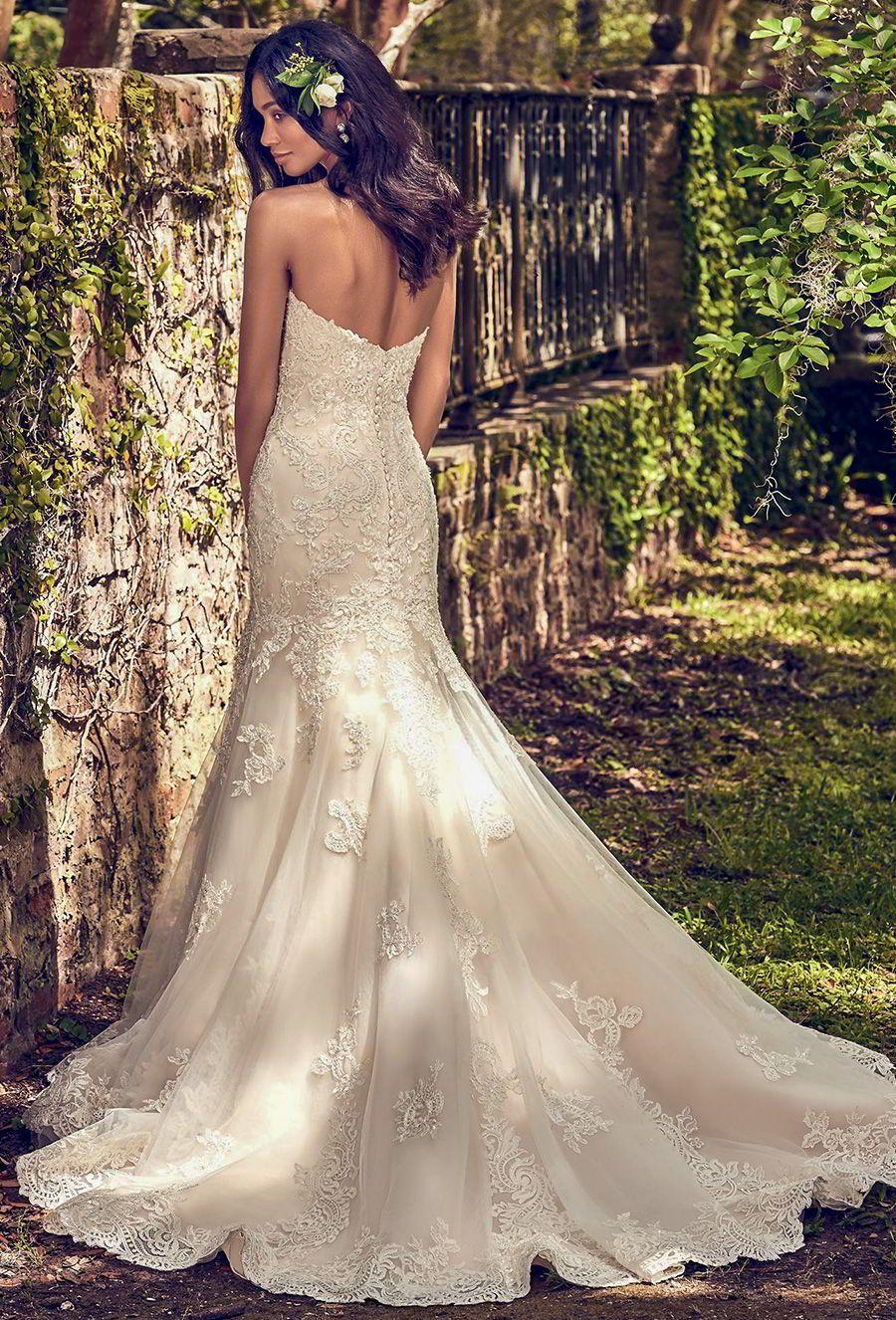 Ein goldenes Kleid für eine glamouröse Hochzeit? Ja bitte (mit