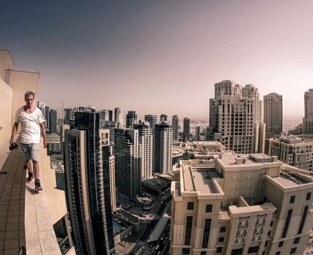 Daredevil Does Insane Parkour Stunt On Skyscraper Ledges Parkour - Daredevil films extreme parkour on top of skyscraper