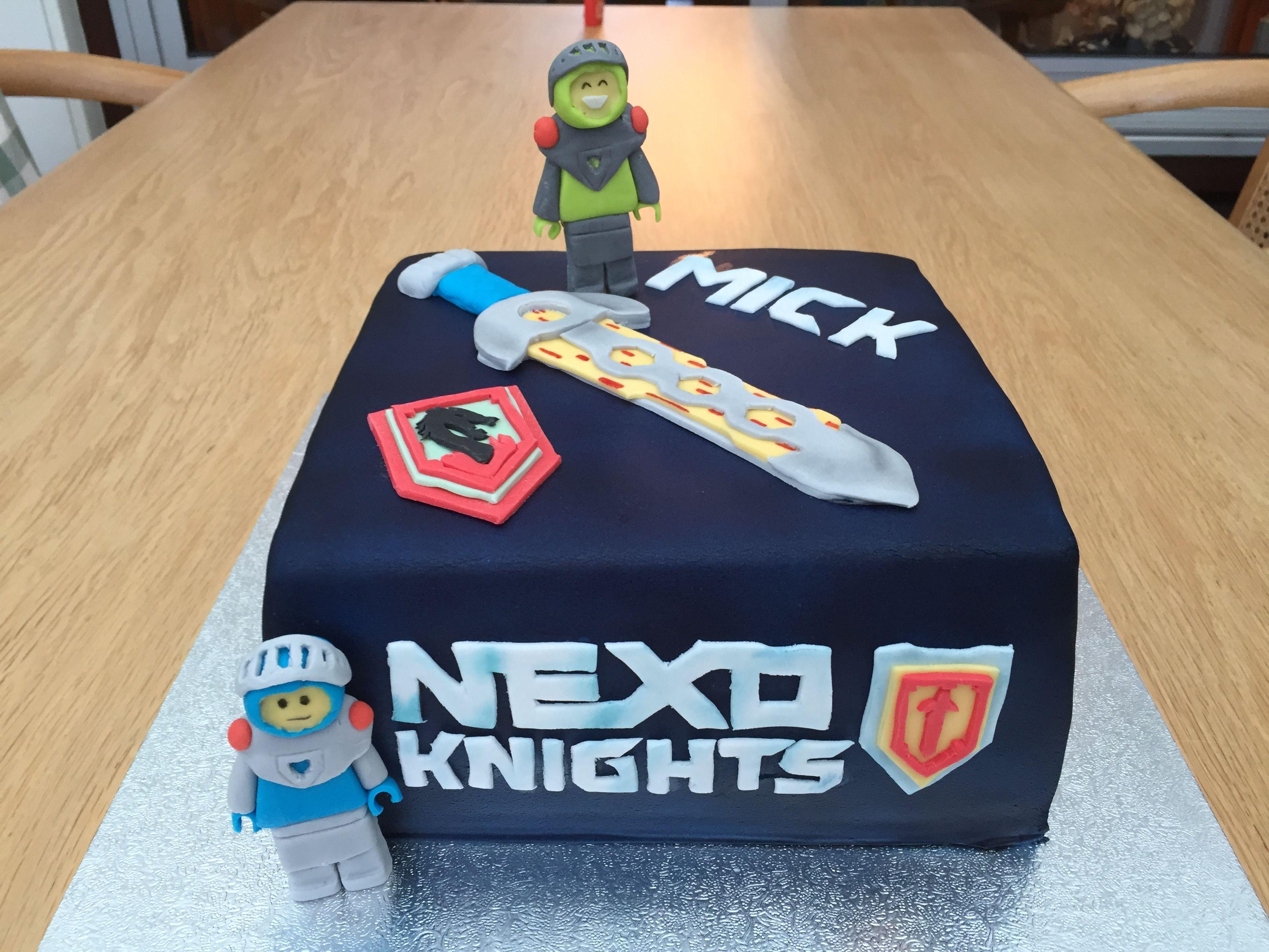 lego nexo knights cake torte pinterest geburtstage geburtstagsfeier ideen und torten. Black Bedroom Furniture Sets. Home Design Ideas