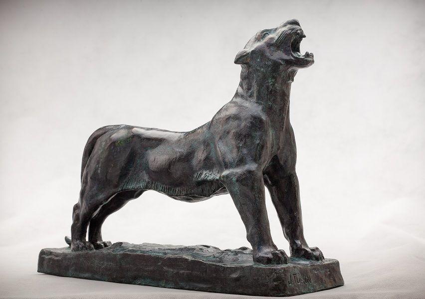 Mostra traz bronzes inéditos, documentos e estudos do escultor paranaense conhecido como o 'bom gigante', pelos seus quase dois metros de altura.