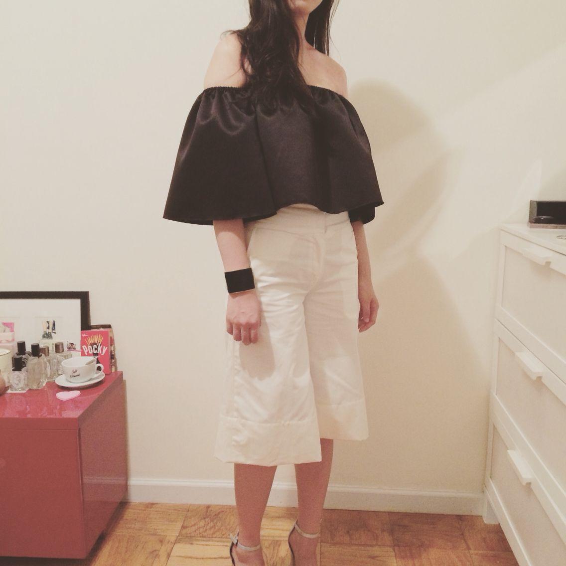 #옷스타그램#데일리룩 #아웃핏 #style #openshoulder #오픈숄더 #nyc #newyorkfashion #clothing #clothingwholesale #wholesaler #nymarket #ootd #culotte #widelegpant #offwhite #navermarket