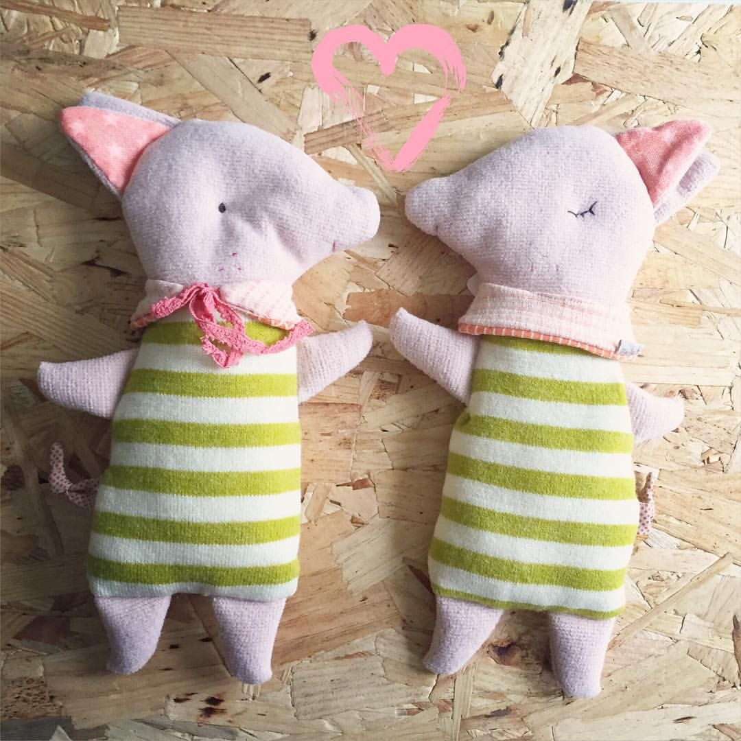 Har I lige set de søde sleepy-wakey grissebasser fra Maileg  Vi har netop lagt flere nye varer fra Maileg på bymoulin.dk  Håber I alle har haft en skøn weekend ❤️ #bymoulin #sleepywakey #gris #blød #bamse #maileg #nytmærke #børn