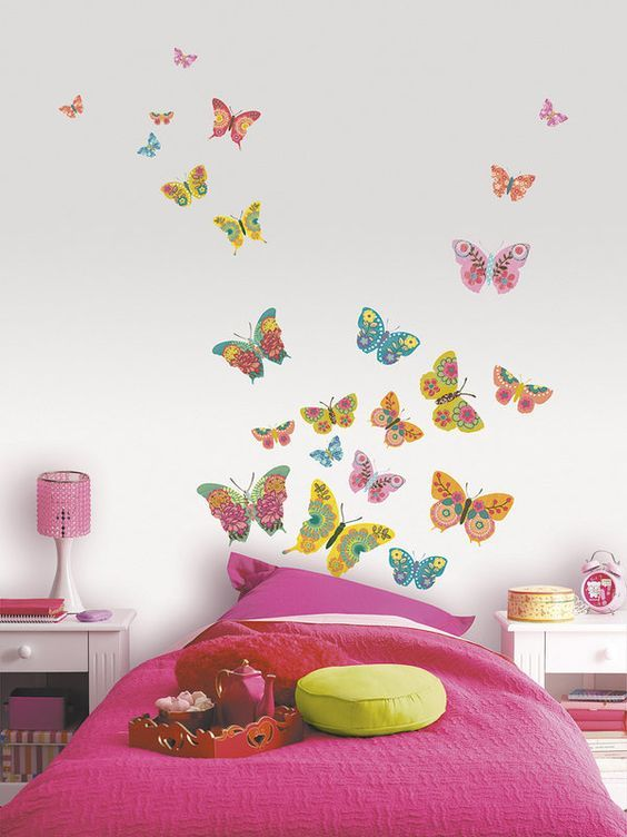 Mariposas pintadas en la pared del cuarto de ni os for Como decorar una pieza