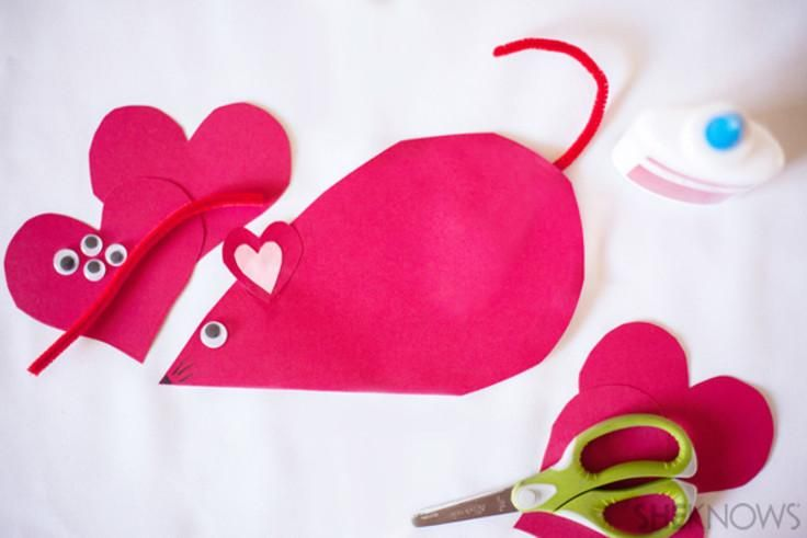 Heart mouse valentines are super simple for little kids to make. Bonus: NO CANDY!