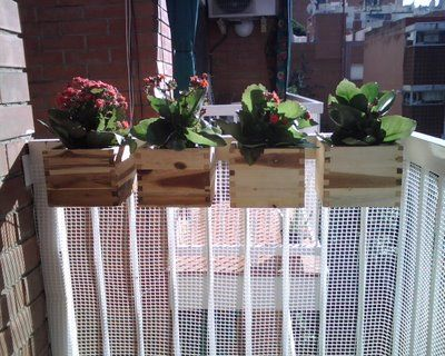 Peque o jard n colgante para terrazas y balcones en - Maceteros colgantes para balcones ...