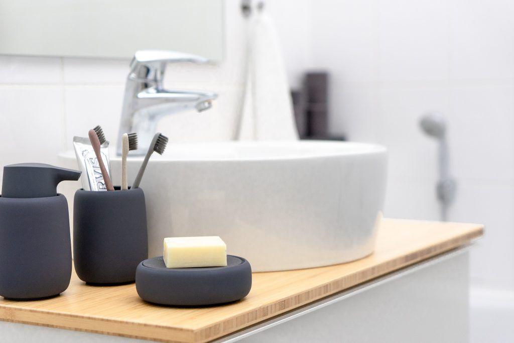Ein Kleines Badezimmer Neu Gestalten Im Skandinavischen Design Badezimmer Neu Gestalten Kleine Badezimmer Skandinavisches Design