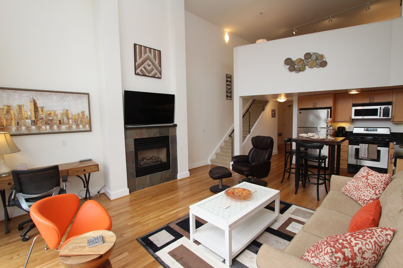 This spectacular 1 bedroom 2 bath loft is on the leading