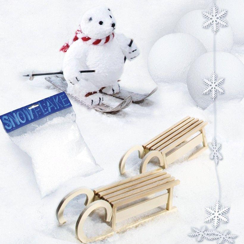 """❄ Deko-Set """"Winter"""" ❄ 11 Dekoartikel für nur 59 EUR.  Jetzt nochmal dem Schaufenster einen winterlichen Touch einhauchen. www.abama.com #winterdeko #WinterDekoration #winterlichesSchaufenster #Décor #VisualMerchandising #Eiskristalle #Kunstschnee #DekoSchnee #DekoSchlitten #DekoIdeen #DekoShop #TheDecoCompany #abama"""