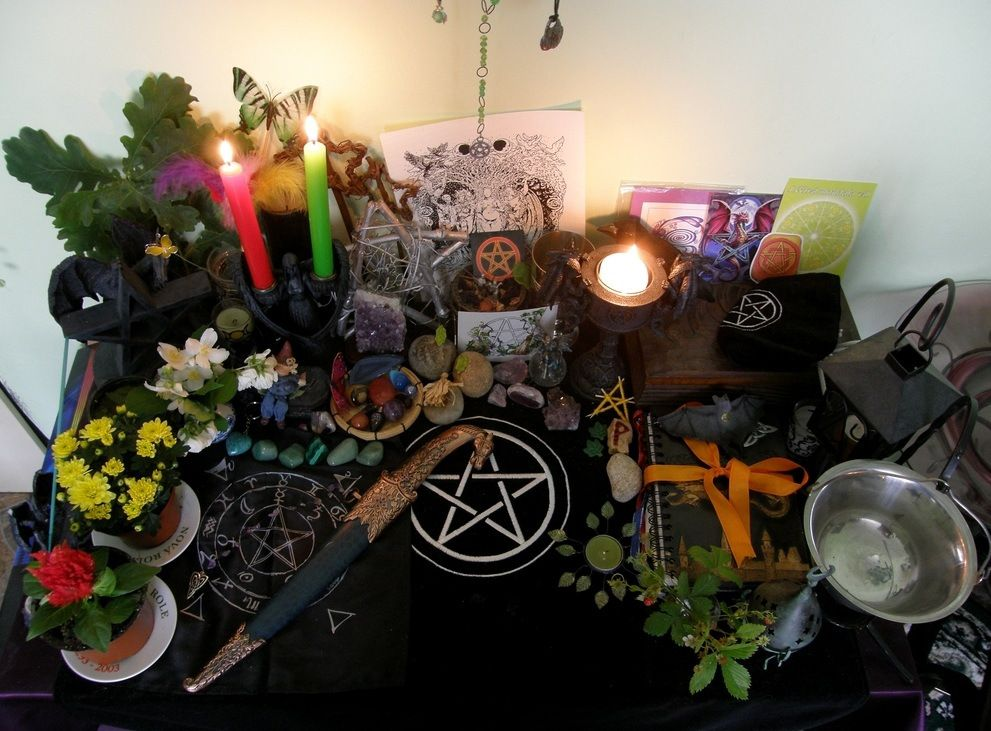 Another inspired altar to celebrate the season! Litha