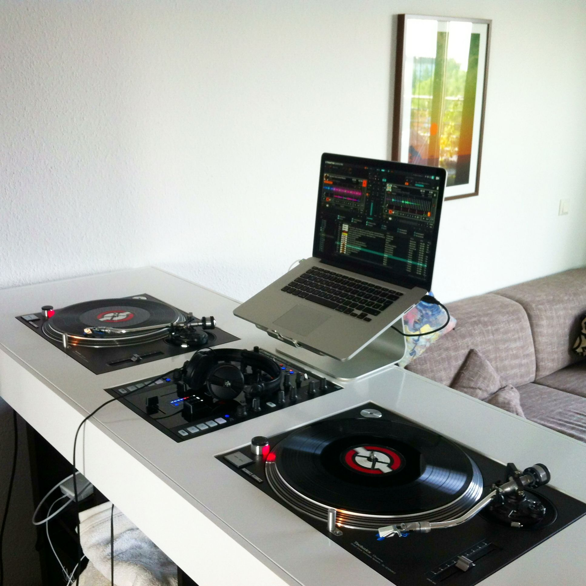 dj setup platines materiel sono et b gles. Black Bedroom Furniture Sets. Home Design Ideas